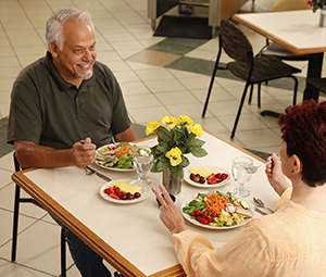 Man and woman eating healthy food in restaurant.
